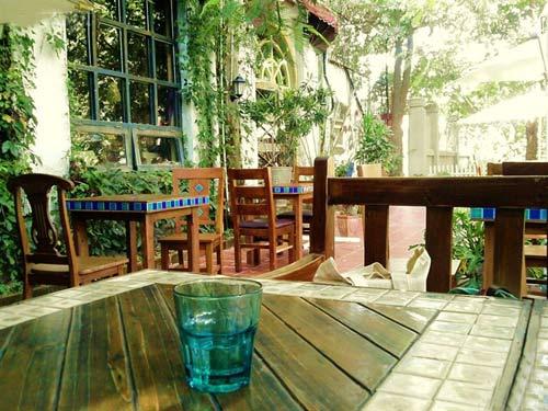 别墅,小庭院景观设计实景图-庭院庭院景观桌椅-设计师