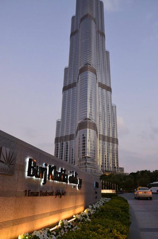 迪拜塔广场景观节点实景图-标志墙景墙花池草坪灯-师