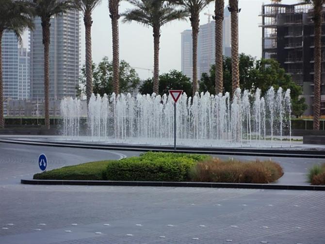 喷泉,喷泉广场,花池,水景图片