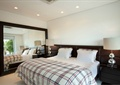 卧室,床,双人床,床头灯,台灯