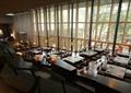 餐厅,餐桌椅,玻璃墙,灯笼