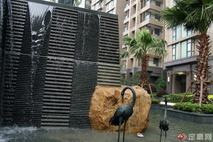 欧式风格小区景观实景-跌水景观仙鹤雕塑树池景石-师