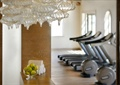 柜台,水果盘,水晶吊灯,毛巾,运动器材,健身房