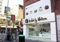 商业标志,商业标示牌,垃圾桶,橱窗,糕点店