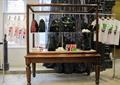 展示臺,展示架,T恤,箱包,鐵藝支架,窗簾布藝,地面鋪裝,服裝店