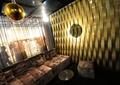 沙发,形象墙,吊灯,窗子,酒吧