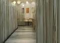 走廊,隔断钢柱,地面铺装,吊灯,快餐厅