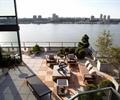 小品摆件,沙发茶几,地面铺装,花钵,灌木植物,栏杆,屋顶花园,庭院景观
