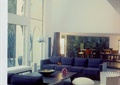 客厅室内装饰,沙发茶几,地面铺装,玻璃橱窗