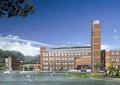 学校建筑,水体景观,草坪
