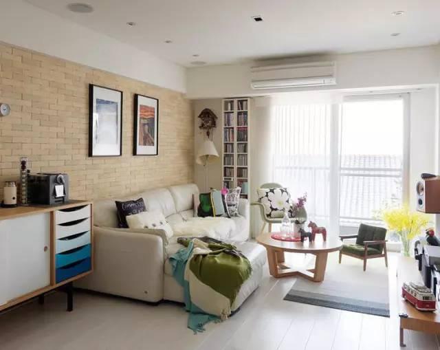 现代室内装修设计图-沙发花瓶地面铺装茶几插简单火箭最强设计图图片