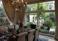 餐厅,餐桌椅,餐具,吊灯,水晶吊灯,落地窗,窗帘