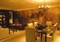餐桌椅,餐具,吊灯,形象墙,地面铺装,餐厅