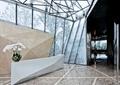 服务台,花瓶插花,地面铺装,形象墙,售楼部空间