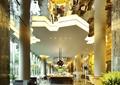 吊灯,餐桌椅,装饰柱,地面铺装,天花吊顶,酒店大厅