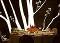 餐桌椅,餐具,花瓶插花,背景墙,餐厅