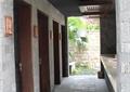走廊,地面铺装,标示牌,天花吊顶,卫生间