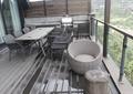桌椅,藤编椅子,木桩,玻璃栏杆,木地板,阳台