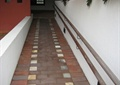 無障礙坡道,欄桿,矮墻,地面鋪裝