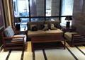 沙发座椅,桌子,地面铺装,玻璃窗