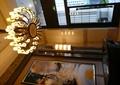 吊灯,挂画,门窗,玻璃窗,玻璃门,桌椅