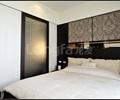 卧室,床,床头柜,玻璃门