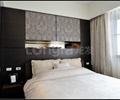 卧室,背景墙,墙纸,窗户,床头柜