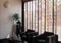 会所空间,沙发茶几,镂空木墙