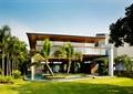 两层别墅,游泳池,草坪