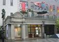 商场入口,罗马柱雕花,橱窗,露台花园,路灯