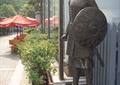 入口雕塑,雕塑小品,战士雕塑,树池,遮阳伞坐凳组合