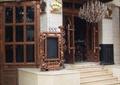 酒吧门头,入口大门,入口台阶,标志牌,水晶吊灯,宣传栏