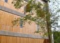 木质墙,木质墙体,铁艺栏杆