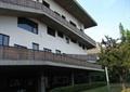 教学楼,草坪,围栏