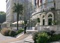 酒店入口,入口台阶,绿化带,拱形窗户,酒店门头