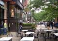 露天咖啡厅,铁艺栏杆,餐桌椅