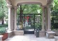小区入口门廊,铁艺大门,廊亭坐凳