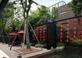 景观小品,楼空隔断,水池水景,树池,红灯笼,遮阳伞坐凳组合