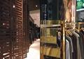 服装店,衣服架,木质隔断