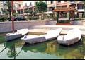 小区水池,船只小品,木质廊架