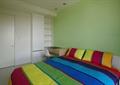 卧室,双人床,柜子,桌椅