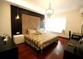 卧室设计,床,柜子,飘窗,吊灯