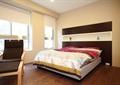 卧室,床,床头柜,椅子