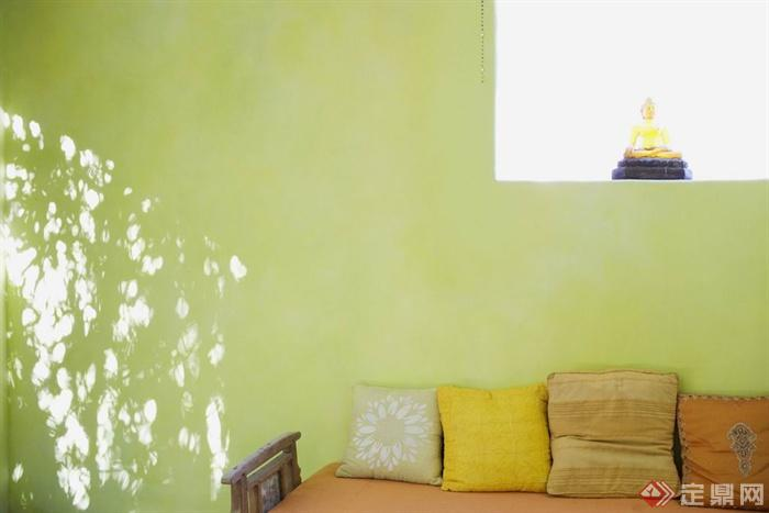 简约国外某半山实景室内别墅图-沙发凳抱枕-设高端客服别墅区图片
