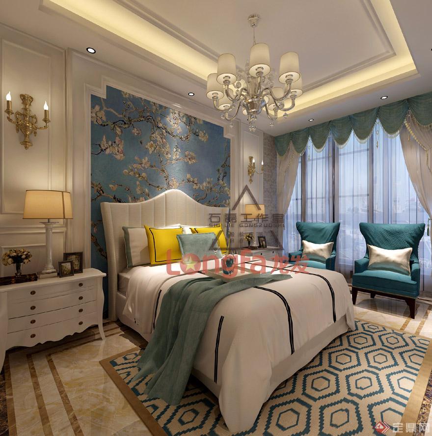 装修效果图主卧室以暖色系为主,金箔壁纸,白色护墙板,金属凹槽,水晶