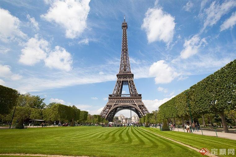 埃菲尔铁塔的结构体系既直观又简洁:底部是分布在每边128m长底座上的4个巨型倾斜柱墩,倾角54°,由57.63m高度处的第一层平台联系支承;第一层平台和115.73m高度处的第二层平台之间是4个微曲的立柱 ;再向上4个立柱转化为几乎垂直的、刚度很大的方尖塔,其间在276.13m高度处设有第三层平台;在300.