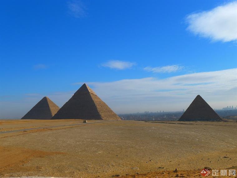 """""""古埃及人在建造金字塔"""