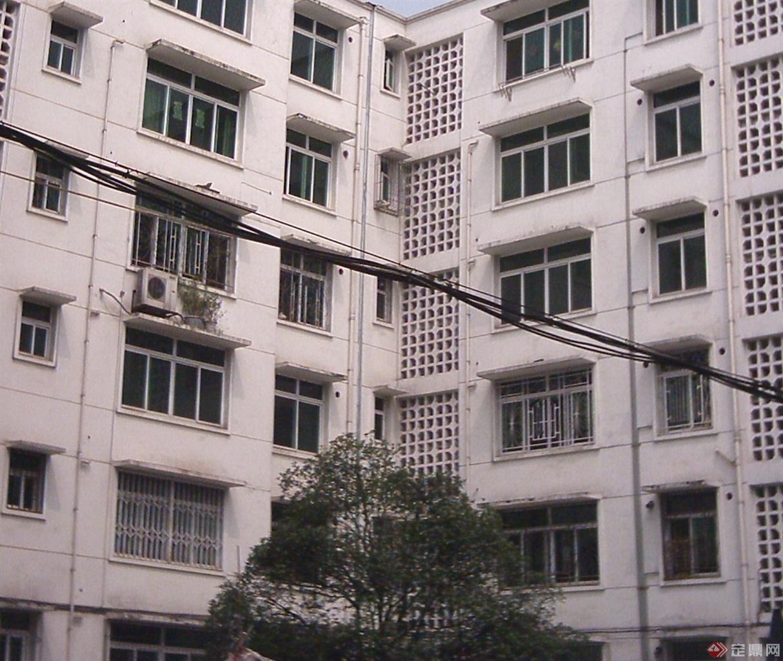 施工砖混结构的试验楼房,应对了超过10烈度以上地震波几十秒的冲击,地