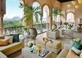 沙發,茶幾,花瓶插花,植物盆景,地面鋪裝,欄桿,酒店