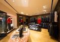展示柜,包,包架,西服,衣架,射燈,地面鋪裝,服裝店